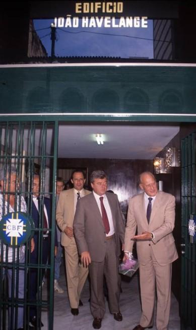 Ricardo Teixeira com João Havelange, em 1989 Guilherme Pinto / Agência O Globo