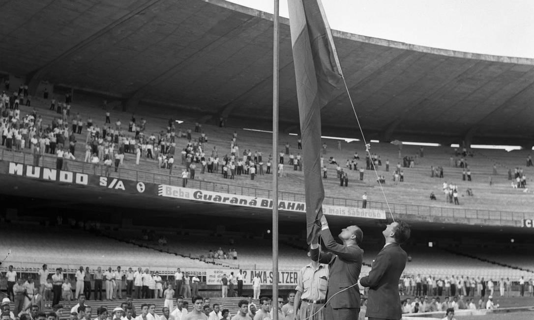 Em 1959, Havelange em cerimônia no Maracanã no torneio pré-olímpico de futebol Pietro Fantapiê / Agência O Globo