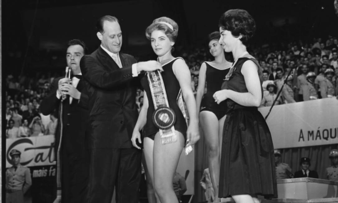 Na coroação da Miss Guanabara, Alda Maria Coutinho Morais, em 1961 Arquivo O Globo / Agência O Globo