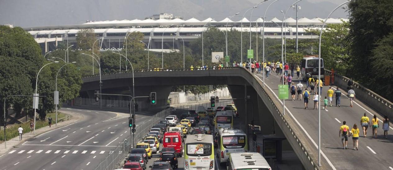 Radial Oeste e Viaduto Odovaldo Cozzi fechados para jogo no Maracanã Foto: Márcia Foletto / Agência O Globo