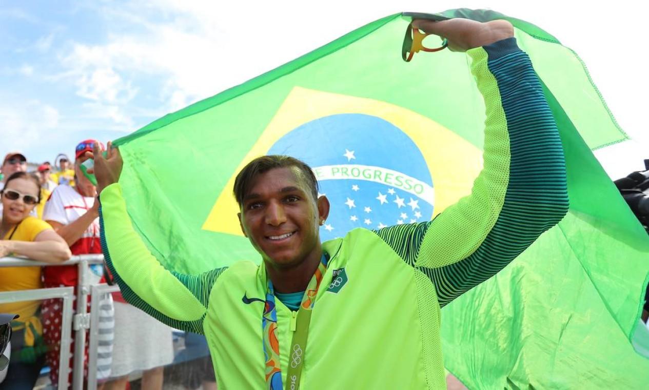 O sorriso de Isaquias Queiroz: ele tem a força e a medalha de prata na prova de 1000m da canoagem de velocidade Foto: Clayton de Souza / ESTADAO/NOPP