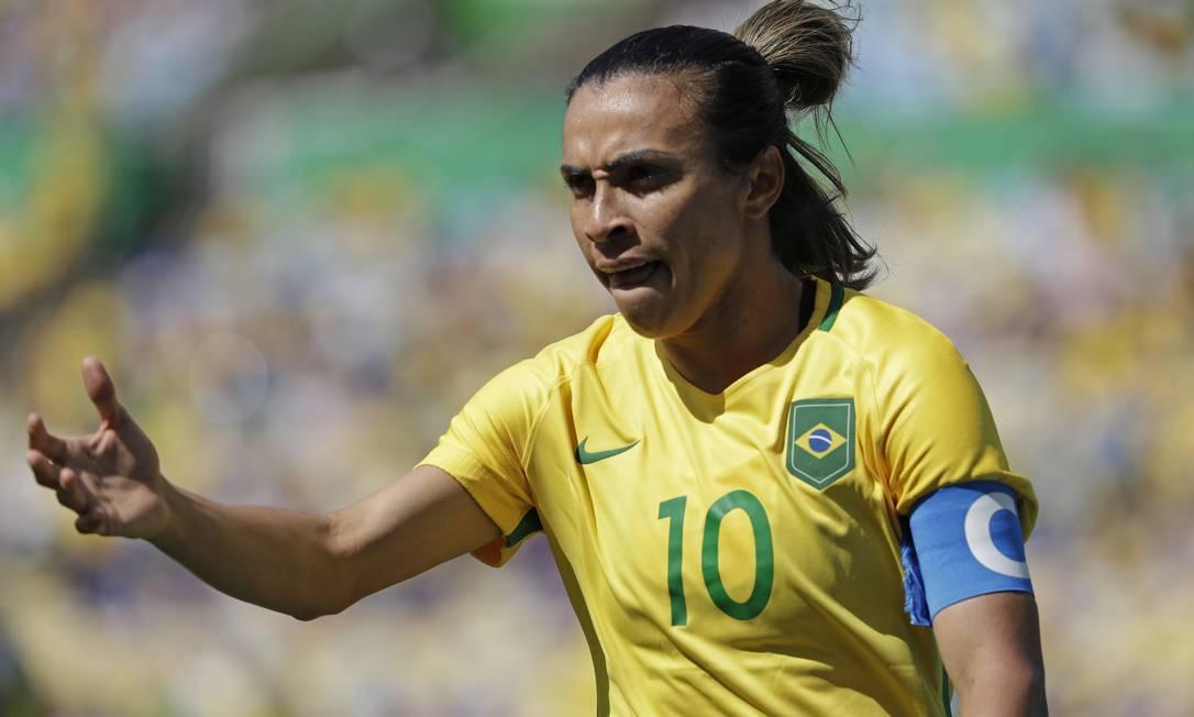 A jogadora Marta bateu cruzado e quase marcou no primeiro tempo Natacha Pisarenko / AP