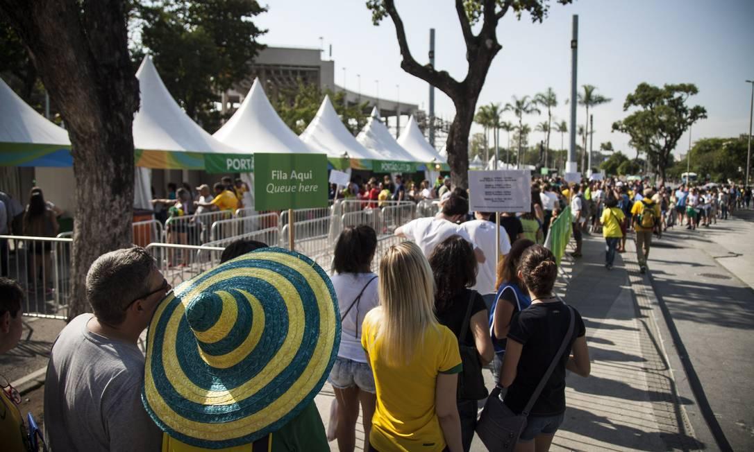 Público também teve dificuldades para entrar no Maracanãzinho, palco de Japão x EUA, pelas quartas de final do vôlei feminino Hermes de Paula / Agência O Globo