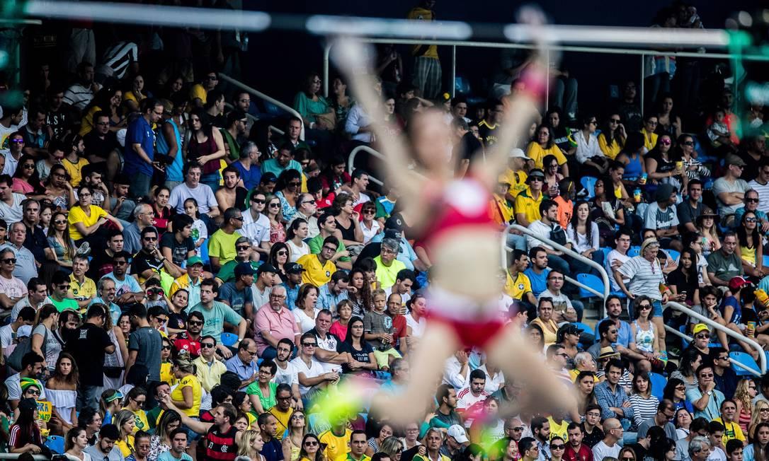 As provas de atletismo no Estádio Olímpico divedem a atenção do público Danilo Verpa / Folha de S.Paulo/ NOPP
