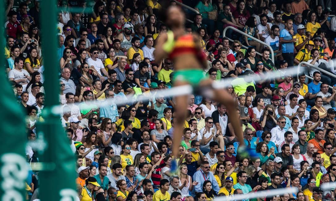 A eliminatória do salto com vara passa quase despercebida para o público Danilo Verpa / Folha de S.Paulo/ NOPP