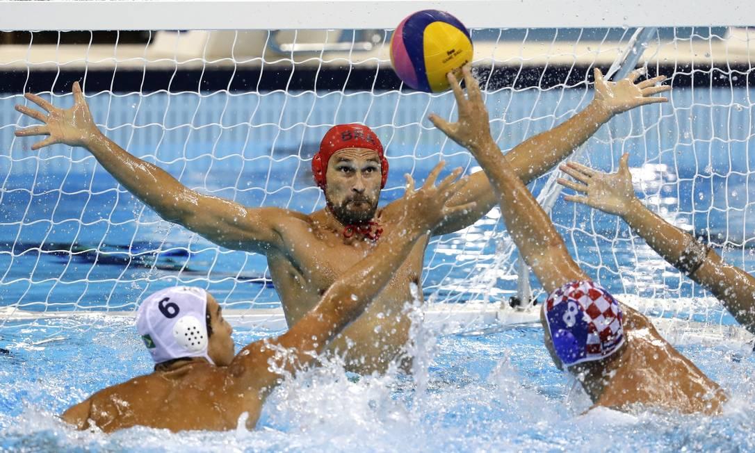 O goleiro da seleção brasileira, Slobodan Soro, não consiguiu parar o ataque croata Sergei Grits / AP