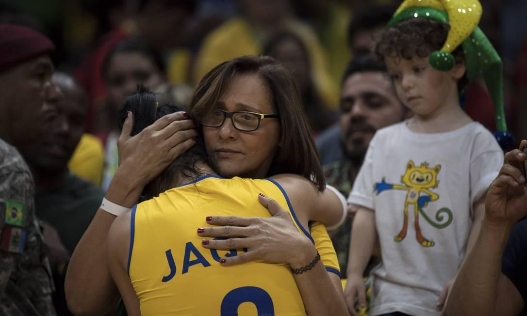 O choro de Jaqueline Daniel Marenco / Agência O Globo