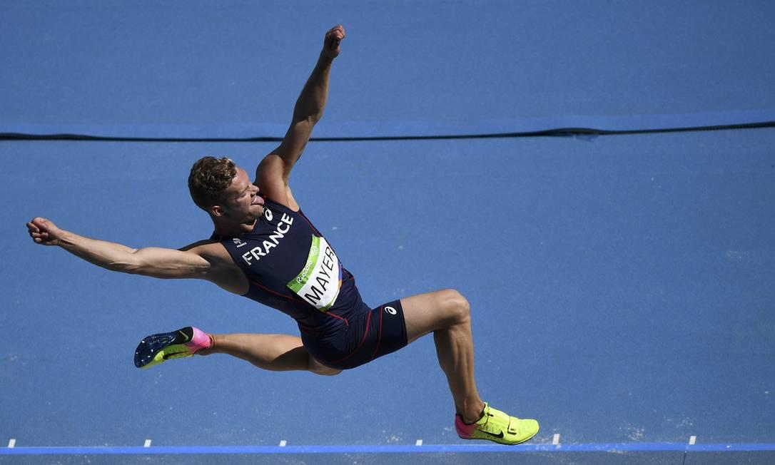 O francês Kevin Mayer, quinto colocado, saltou 7,60 m DYLAN MARTINEZ / REUTERS
