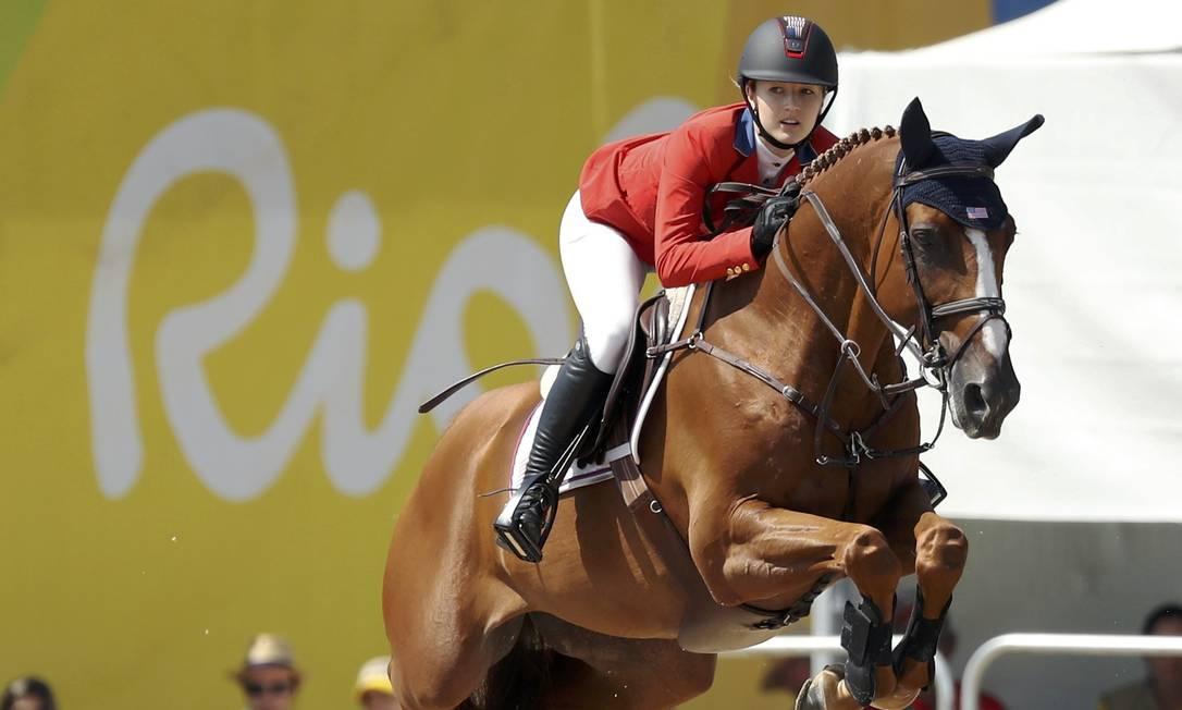 A americana Lucy Davis, com o cavalo Barron DAMIR SAGOLJ / REUTERS