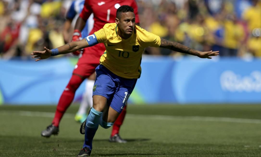 Neymar abre o placar contra a seleção hondurenha. Foi o gol mais rápido da carreira do atacante do Barcelona e também da História dos Jogos Reuters