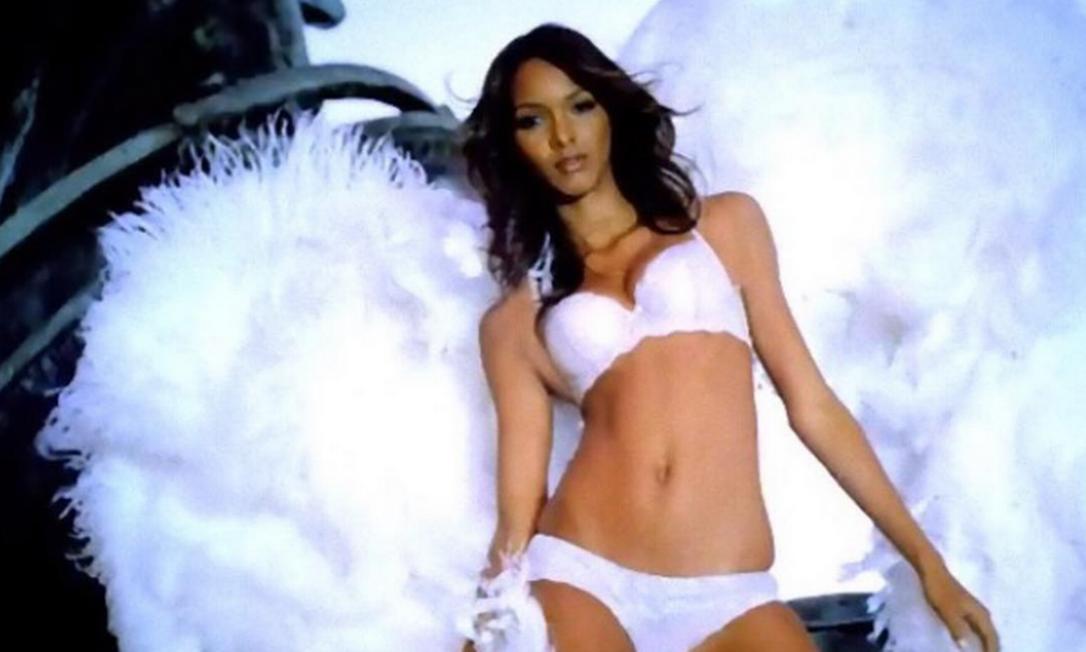 Laís num comercial do passado da Victoria's Secret Reprodução/ Instagram