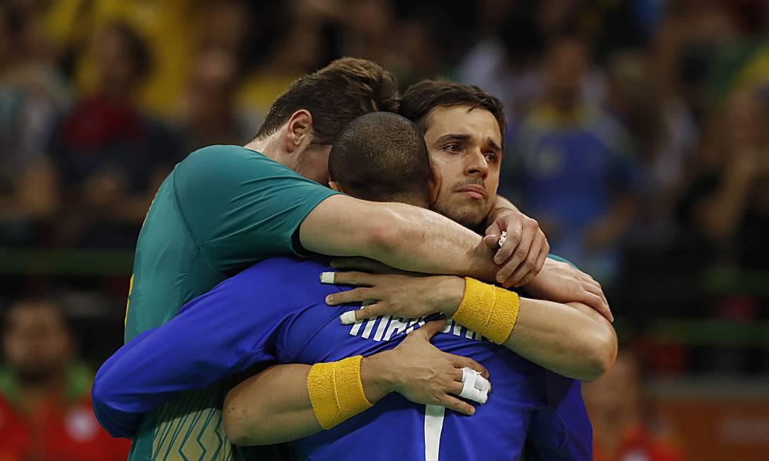 Jogadores do Brasil choram após derrota Jorge William / Agência O Globo