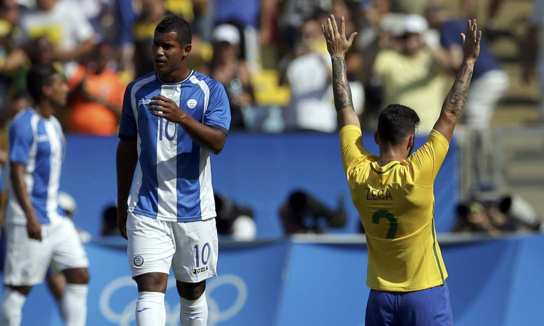 Lateral Zeca comemora gol do Brasil Reuters