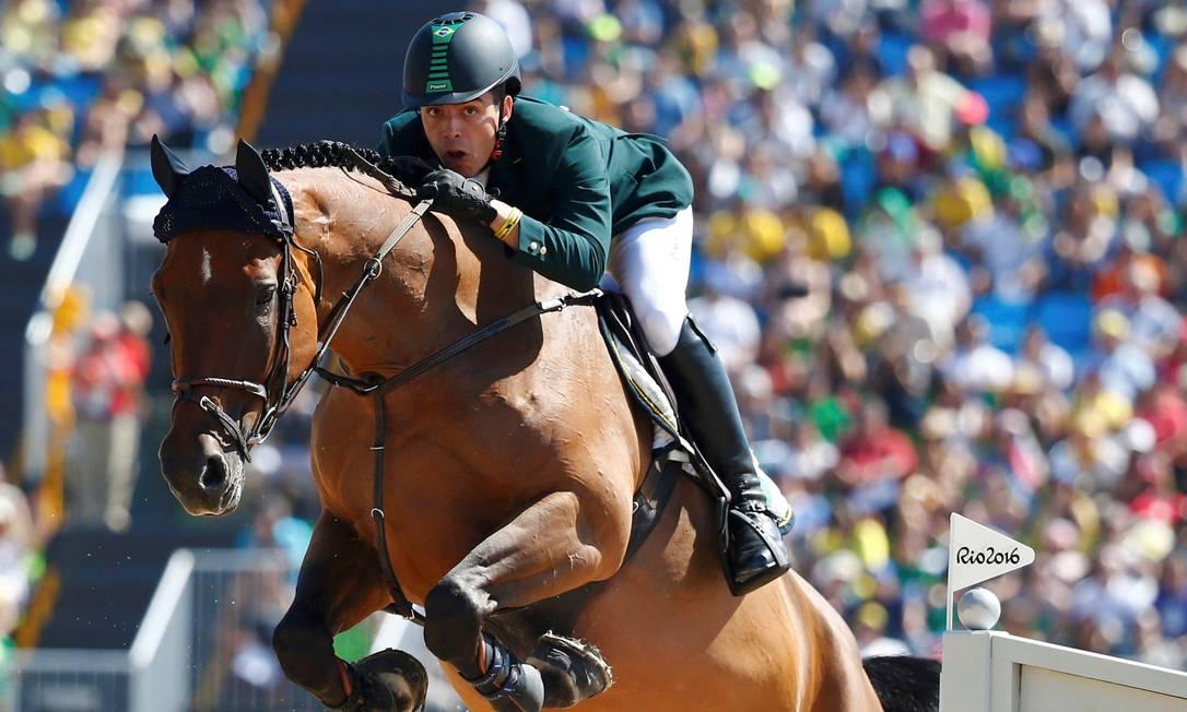 O brasileiro Stephan De Freitas salta com com Landpeter Do Feroleto TONY GENTILE / REUTERS