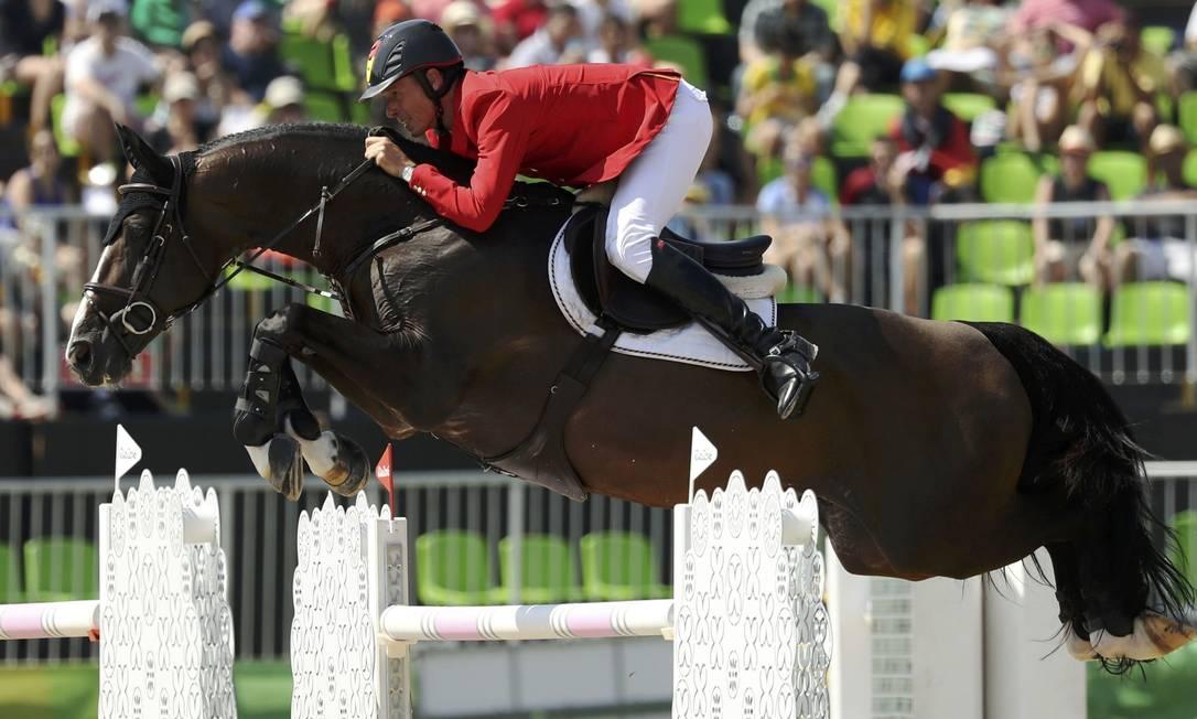 Christian Ahlmann, da Alemanha, com o cavalo Taloubet Z DAMIR SAGOLJ / REUTERS