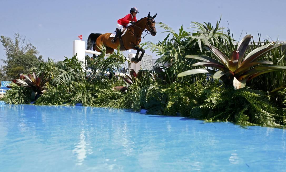 Com o cavalo Heros, a canadense Amy Millar participa da disputa TONY GENTILE / REUTERS