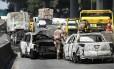Tentativa de roubo à empresa transportadora de valores Protege, em Santo André, no ABC paulista: criminosos deixam carros queimados para dficultar a ação da polícia