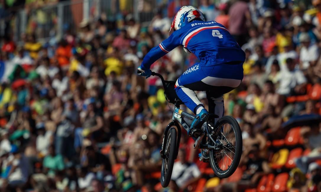 O atleta frances Jeremy Rencurel na sua volta classificatoria do ciclismo BMX masculino, em Deodoro Daniel Marenco / Agência O Globo