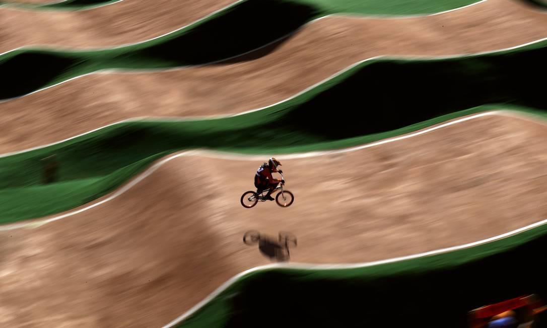 Jelle van Gorkom, dos Países Baixos, durante o ciclismo BMX, em Deodoro Pavel Golovkin / AP