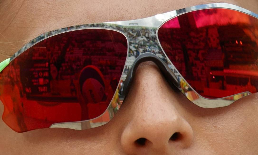 Detalhe do óculos da torcedora durante o vôlei de praia, em Copacabana Daniel Marenco / Agência O Globo