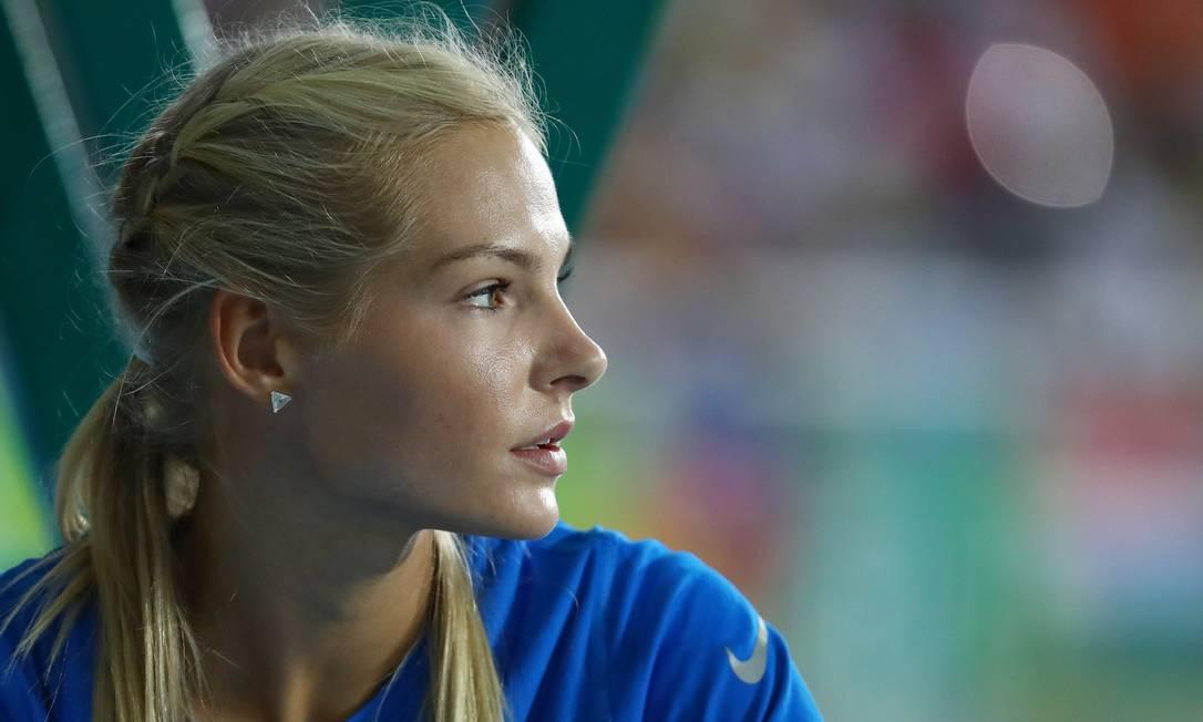 Darya Klishina antes de começar a competir no salto em distância KAI PFAFFENBACH / REUTERS