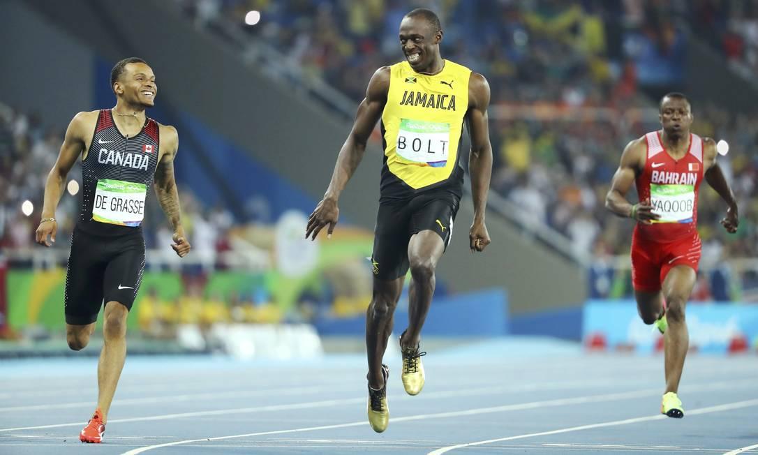 A chegada descontraída sugere que, apesar da disputa, não há inimizade entre Bolt e De Grasse LUCY NICHOLSON / REUTERS