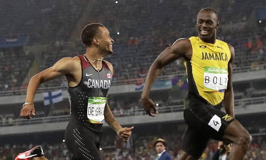 O momento foi flagrado por diversos fotógrafos e revela também o prazer que a dupla sente ao correr Matt Dunham / AP
