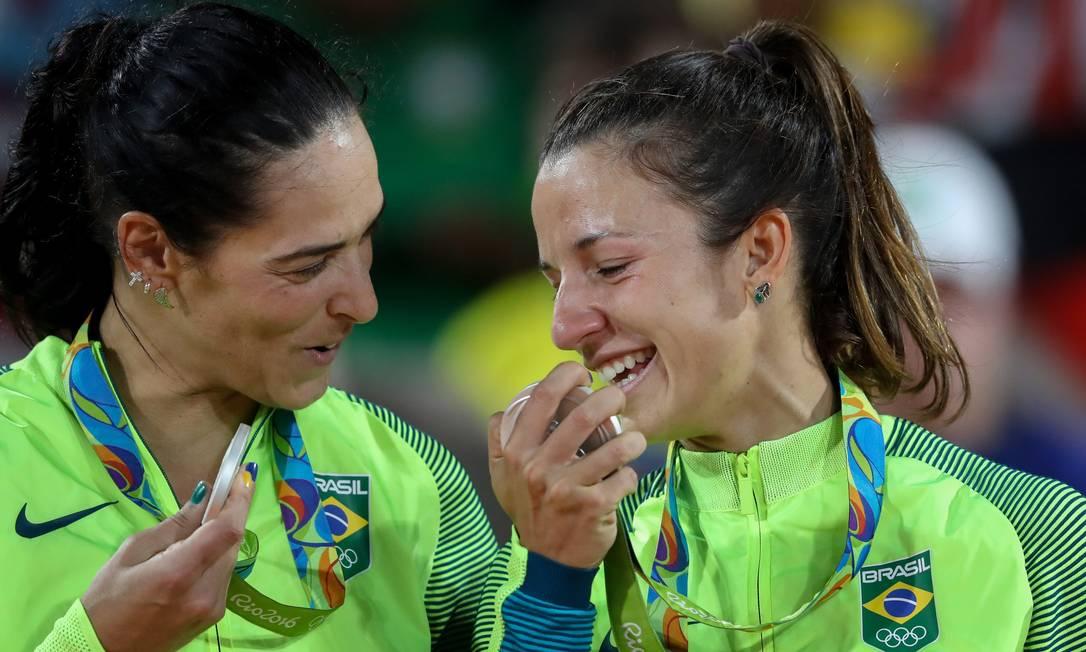Agatha e Barbara levam a prata na final do vôlei de praia na arena Copacabana Pedro Kirilos / Agência O Globo