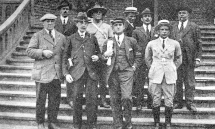Na foto, Afrânio Costa, que subiu duas vezes ao pódio em Antuérpia-1920, está de paletó aberto Foto: Terceiro / Agência O Globo