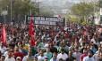 Trabalhadores da Mercedes-Benz protestam contra demissões