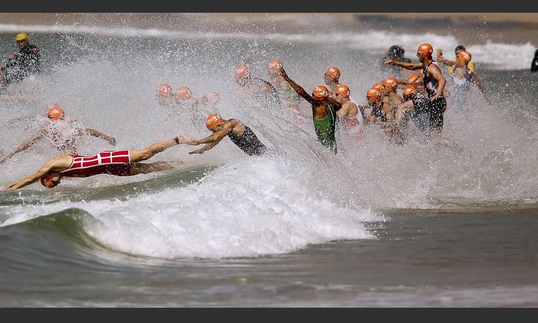 Na primeira prova, das três, os atletas tiveram que encarar o mar de Copacabana Guilherme Leporace / Agência O Globo