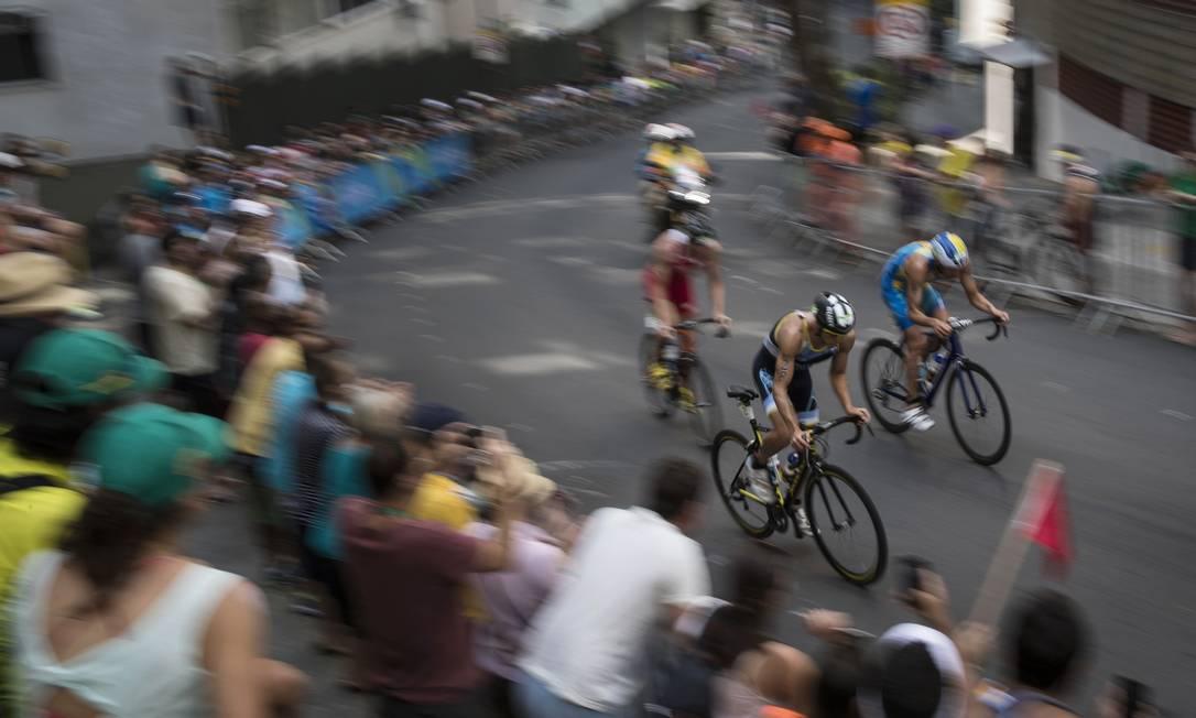 Na prova de ciclismo, Luciano Taccone, da Argentina, busca melhor colocação Felipe Dana / AP