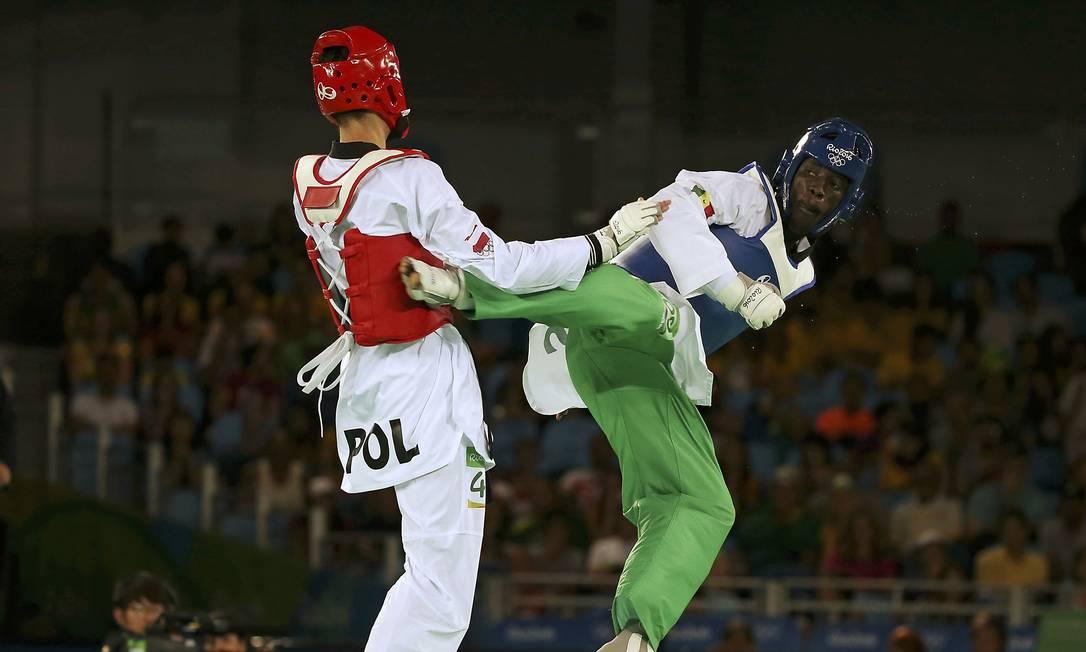 A Arena Carioca 3 também foi palco para os homens, da categoria até 68kg. Karol Robak, da Polônia e Balla Dieye do Senegal se enfretaram. ISSEI KATO / REUTERS