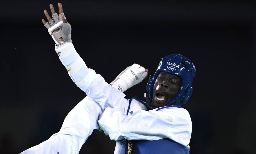 Karol Robak venceu a luta contra o senegales e passou para as quartas de final ED JONES / AFP