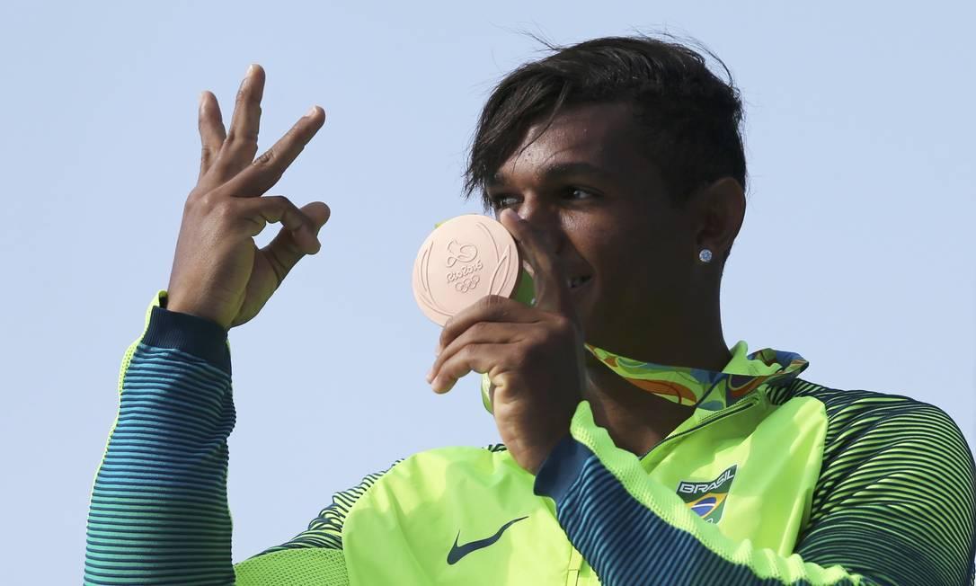 Após levar o bronze, Isaquias busca no sábado a terceira medalha nos Jogos Rio-2016 MARCOS BRINDICCI / REUTERS