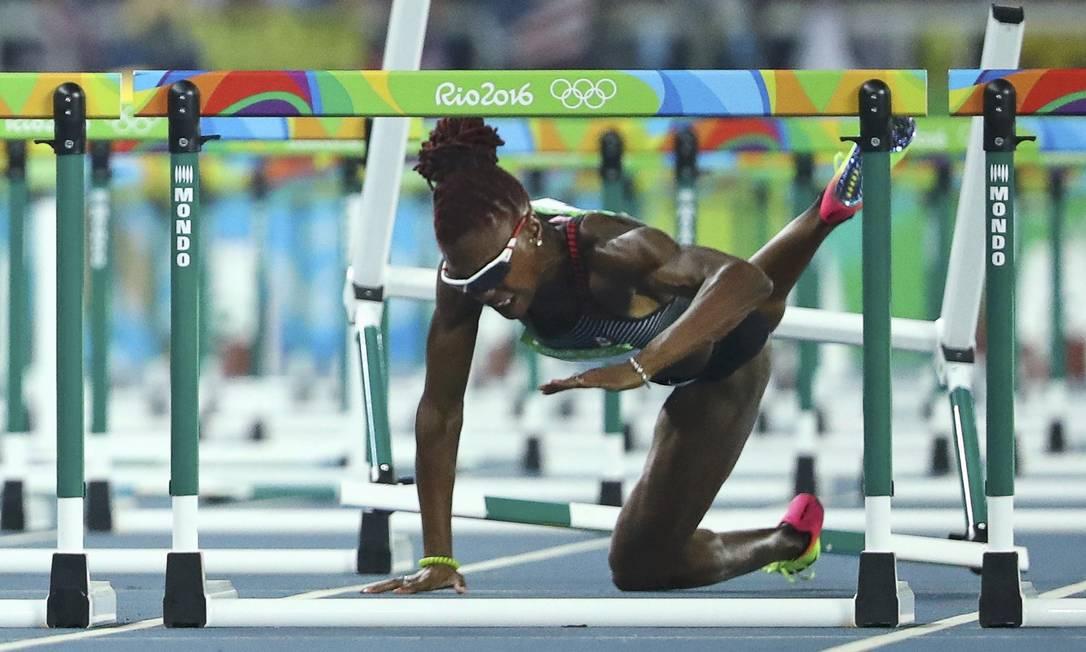 Nikkita Holder, da Canadá, cai na prova de 100 metros com barreiras LUCY NICHOLSON / REUTERS