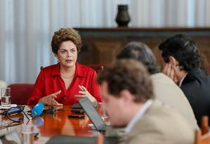 A presidente afastada, Dilma Rousseff, concede entrevista a jornalistas estrangeiros Foto: Divulgação