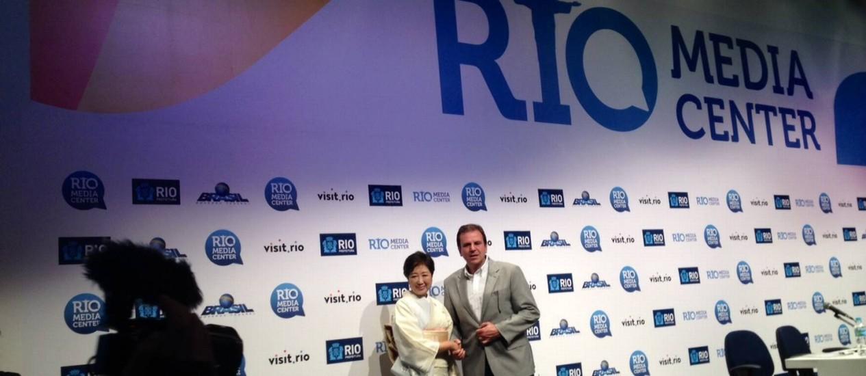Paes e governadora de Tóquio, Yuriko Koike, durante entrevista coletiva Foto: Carina Bacelar / Agência O Globo