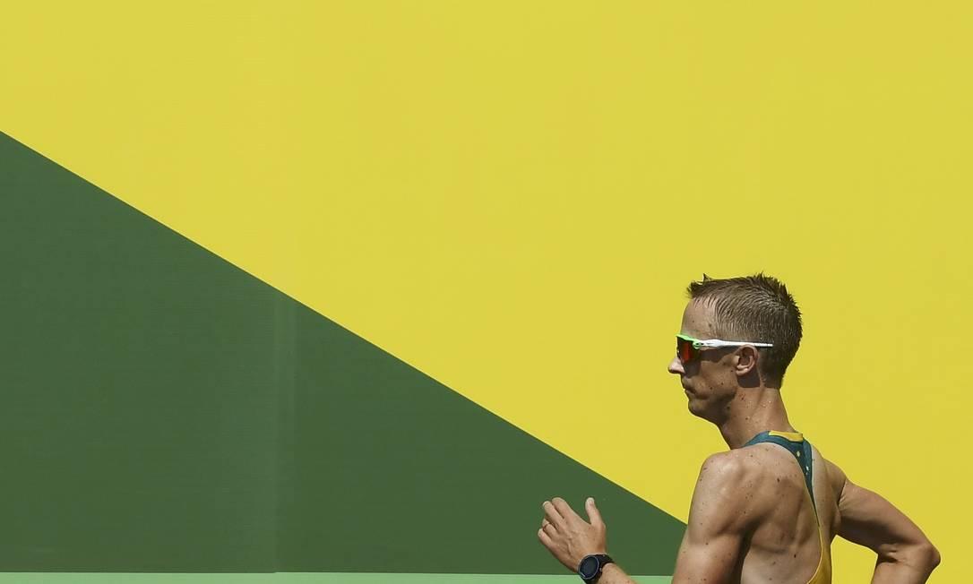 Na prova masculina dos 50km, o australiano Jared Tallent em ação TOBY MELVILLE / REUTERS