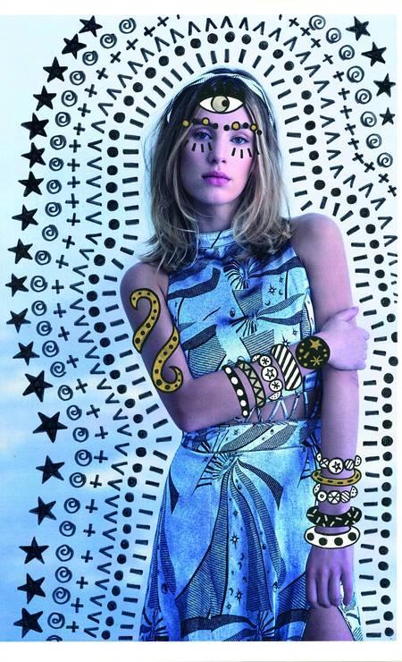 Vestido Lilly Sarti (R$ 2.822). Tiara Chanel (a partir de R$ 8.020) Foto: Lucas Bori