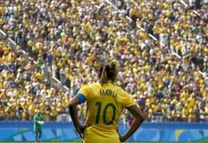 Marta diantedo público que lotou o Itaquerão na decisçao do bronze, que o Brasil perdeu para o Canadá Foto: MIGUEL SCHINCARIOL / AFP