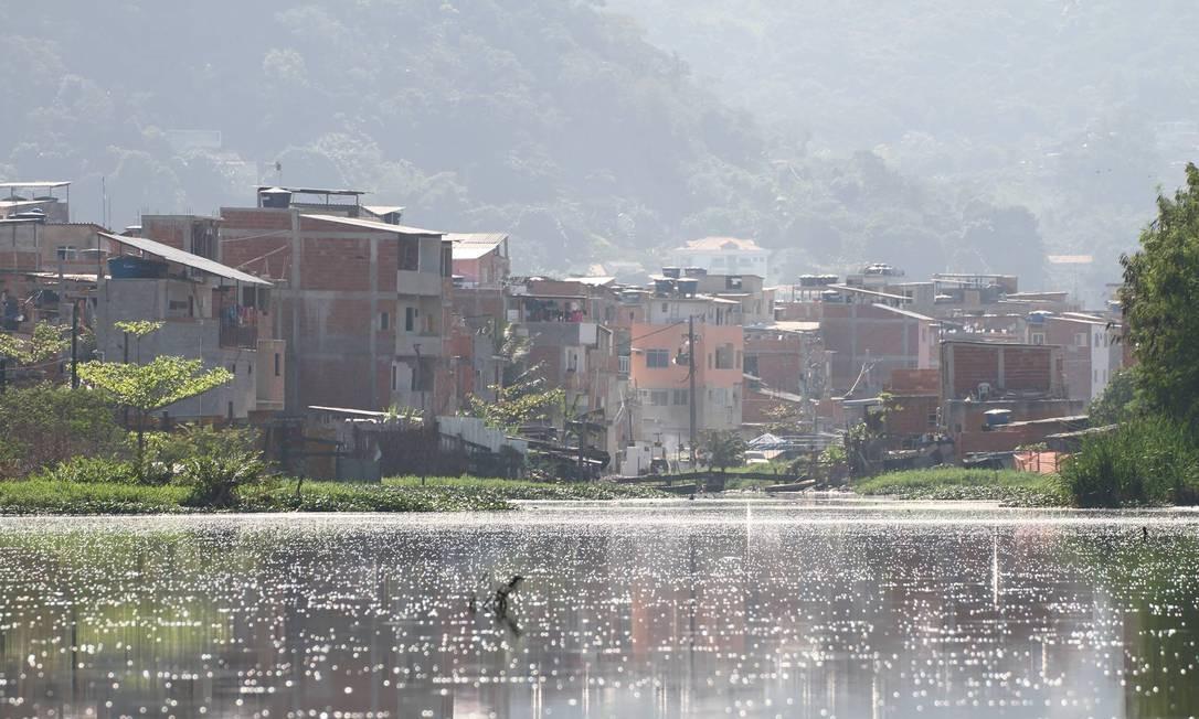 No Rio das Pedras, a decomposição dos resíduos gera gás metano, o que leva à formação de bolhas na superfície Foto: Arquivo Pessoal / Arquivo Pessoal