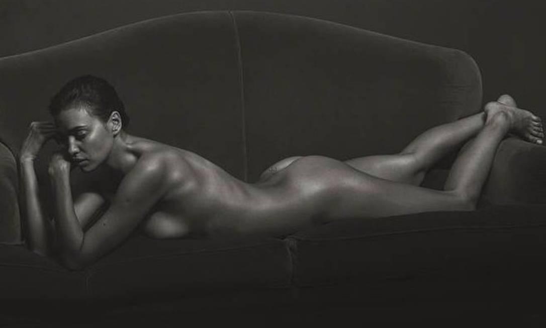 """Em alta nas passarelas e nas campanhas de alta moda, a top russa Irina Shayk tirou toda a roupa para a edição de setembro da """"GQ"""" italiana. Mario Sorrenti assina os cliques Reprodução/"""