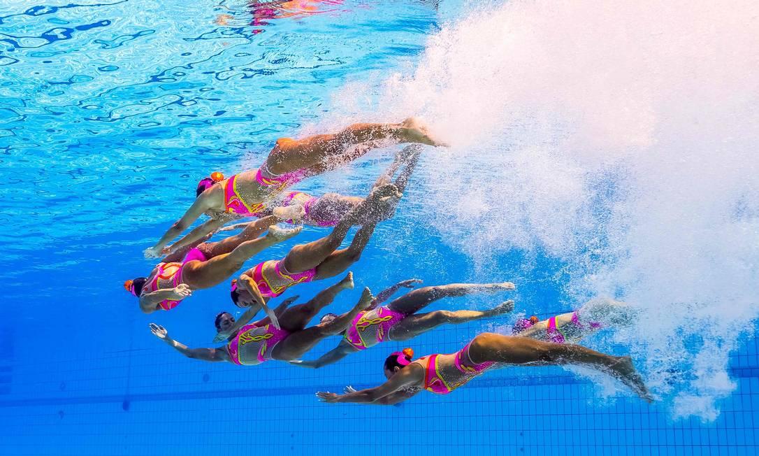 Apresentação da equipe brasileira no nado sincronizado FRANCOIS-XAVIER MARIT / AFP
