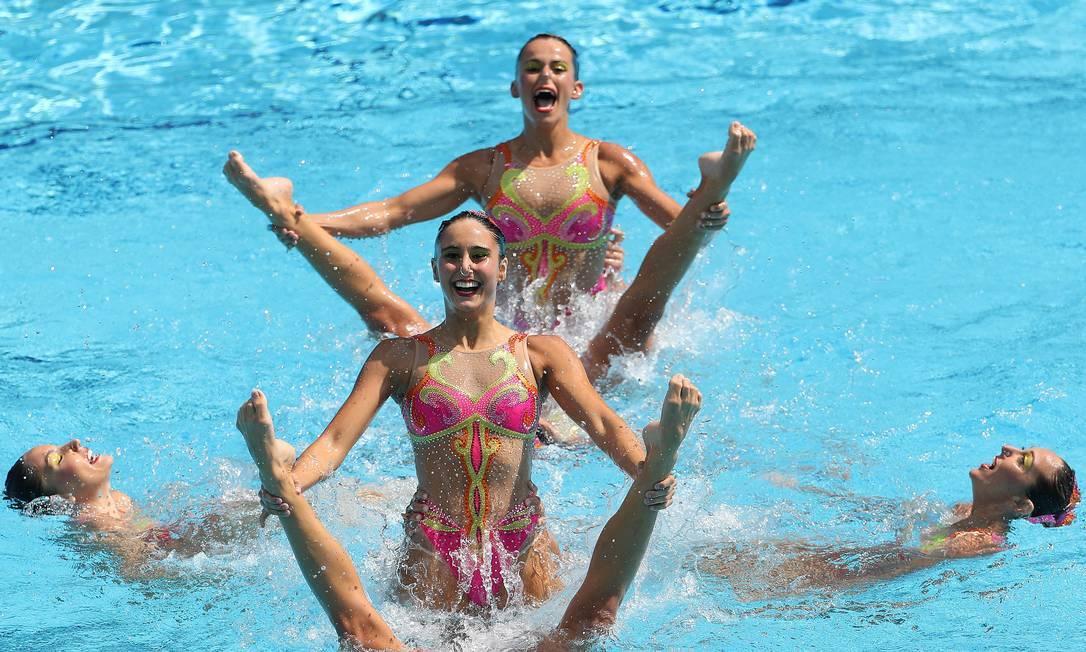 Apresentação da equipe brasileira no nado sincronizado Marcelo Carnaval / Agência O Globo