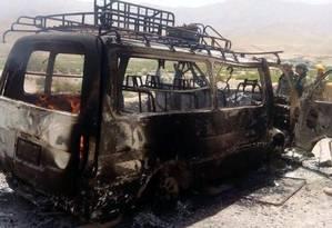 Van que levava turistas no Afeganistão foi atingida por morteiros talibãs Foto: Reprodução