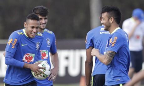 Líder. Neymar brinca no último treino antes da final Foto: ANTONIO SCORZA / Antonio Scorza