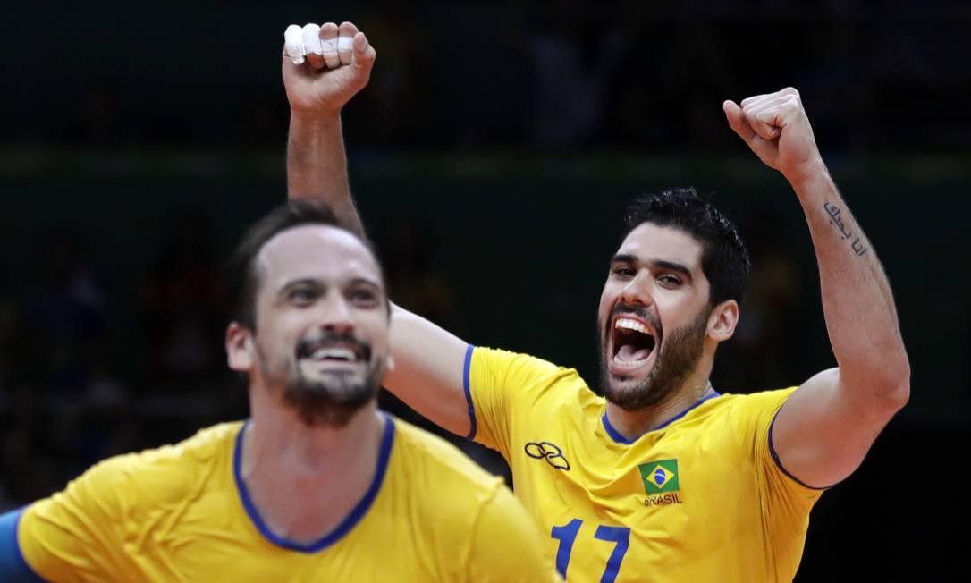 Vibração dos jogadores do Brasil na vitória sobre a Rússia Jeff Roberson / AP
