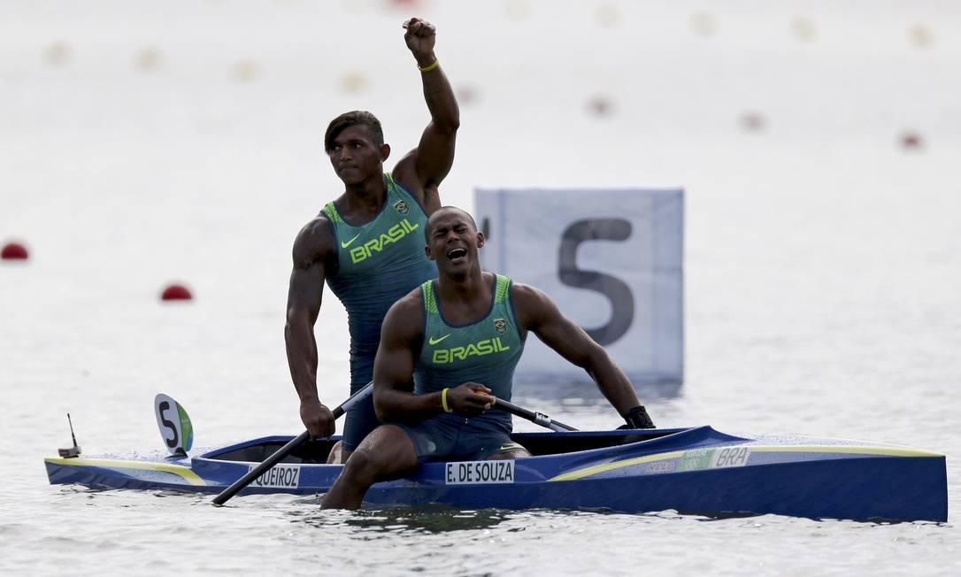 """Os dois vieram de cidades quase vizinhas no sul da Bahia. Isaquias, de Ubaitaba, a """"cidade das canoas""""; Erlon, de Ubatã, a 50 minutos de distância da terra natal do parceiro MARCOS BRINDICCI / REUTERS"""