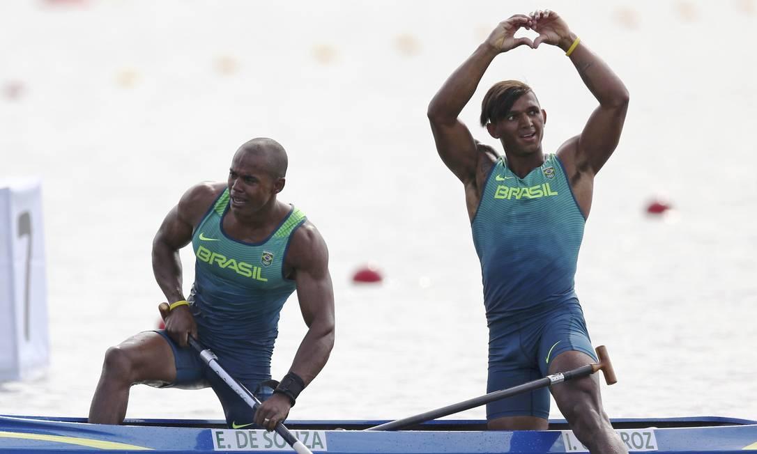 A dupla integrou um grupo de canoístas que, em 2010, foi levado para viver e treinar no Rio, já de olho no Rio-2016 MARCOS BRINDICCI / REUTERS